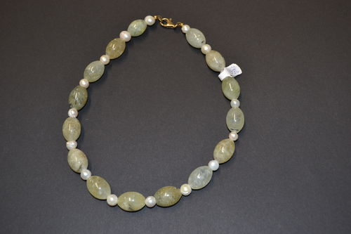 Prehnite olives     pearls     jewelery necklace