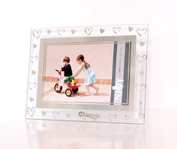 bilderrahmen aus geschliffenem glas mit herzen herz bildgr e 10x15 cm ebay. Black Bedroom Furniture Sets. Home Design Ideas
